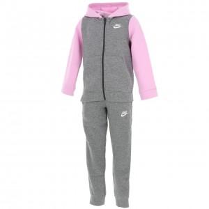 Sportswear ensemble girl